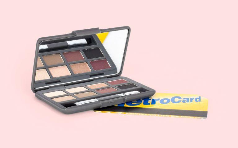 Photo of Palet Eyeshadow Ini Hanya Sebesar Kad Kredit Anda!