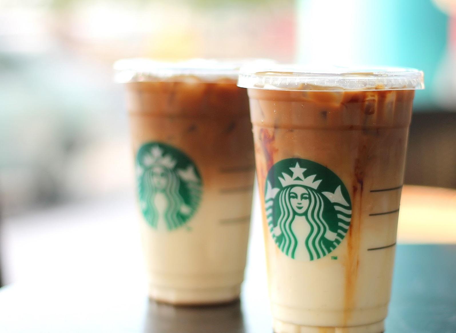Photo of Suka Minum Starbucks? Ini Rahsia Sebenar Kegunaan Tudung Cawan Plastik Mereka