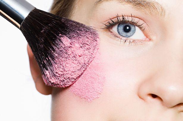 Photo of Belajar Cara Yang Betul Untuk Pakai Blusher Ikut Bentuk Muka Anda!