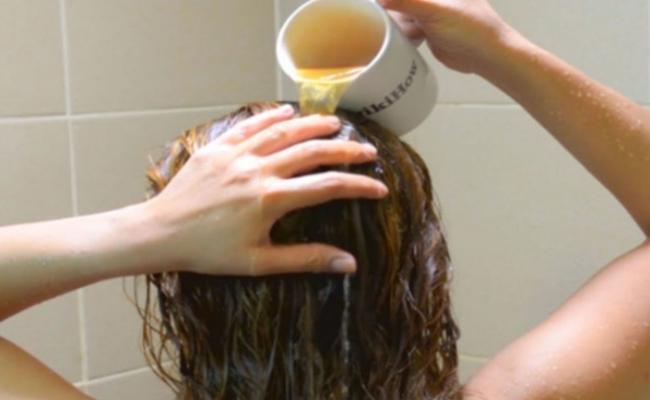 tea-tree-oil-and-apple-cider-vinegar-hair-rinse