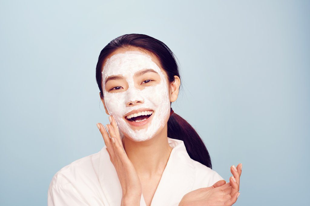 women-oily-skin-should-avoid-adding-moisture-skin-care-routine