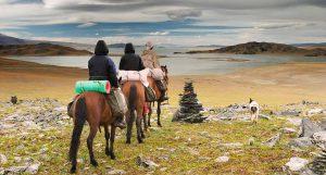Menunggang Kuda di gurun (Imej Kredit: RemoteIslands)