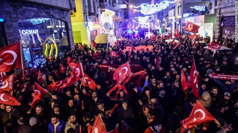 Photo of Krisis Turki-Belanda: Apa Yang Berlaku Sebenarnya?