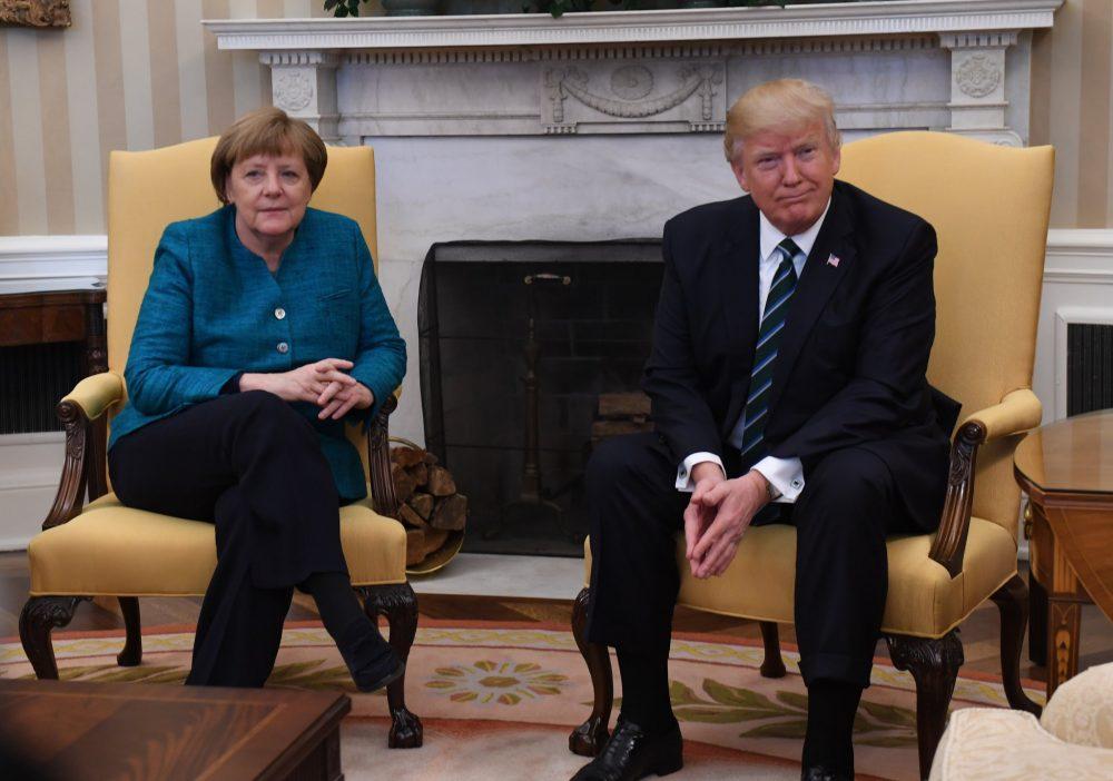 Photo of Presiden Trump Enggan Bersalaman Dengan Angela Merkel Di Hadapan Media