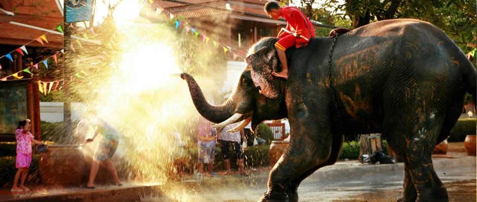 Photo of Sambutan Songkran di Thailand Diteruskan Walaupun Diberi Amaran