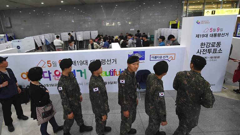 Photo of Korea Selatan Adakan Pengundian Awal Buat Pertama Kali