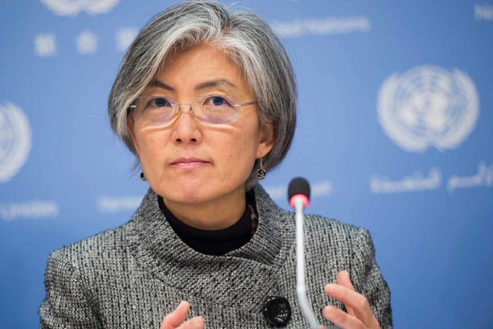 Photo of Presiden Korea Selatan Lantik Menteri Luar Wanita Pertama