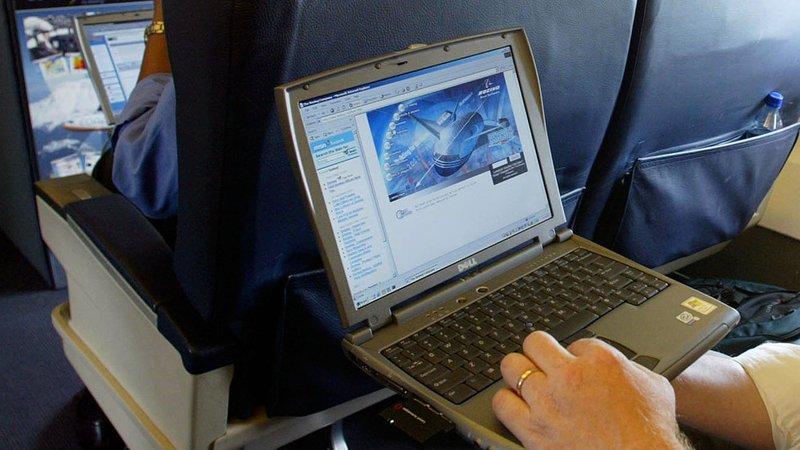 Photo of AS Tamatkan Larangan Komputer Riba Dalam Pesawat