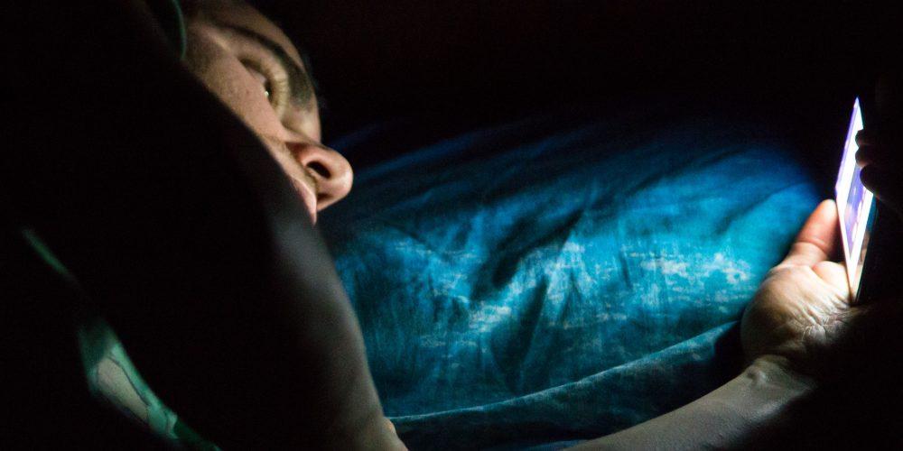Photo of Selalu Tengok Telefon Pintar Sebelum Tidur Boleh Rosakkan Mata?