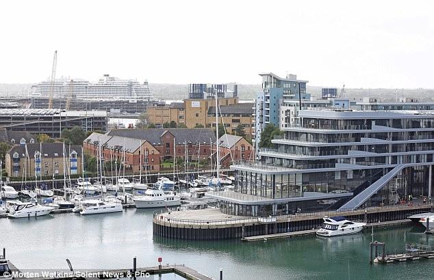 Photo of Hotel Mewah Kelihatan Seperti Kapal Layar Besar