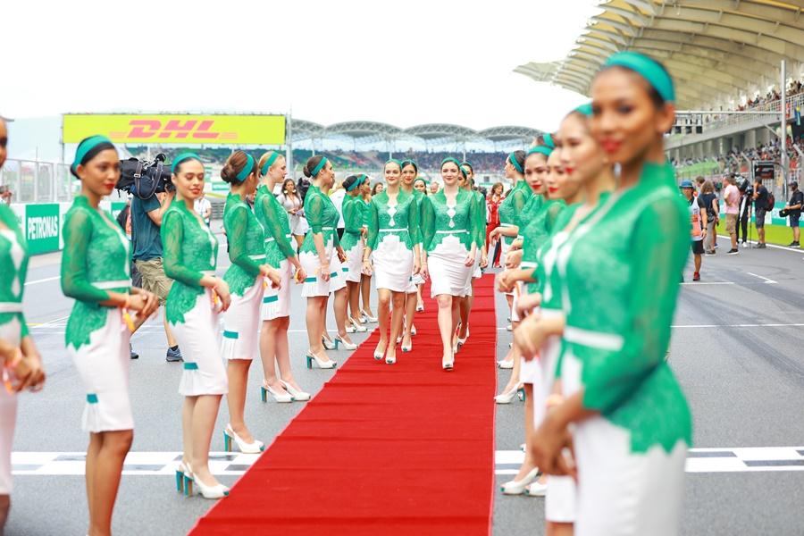 Photo of Inspirasi Kebaya, Gadis Litar F1 Tampil Lebih Sopan