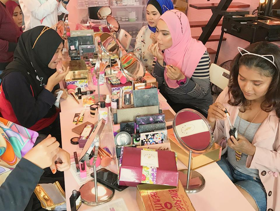 Photo of Pinkboxcereal: Experiment Makeup in A Café