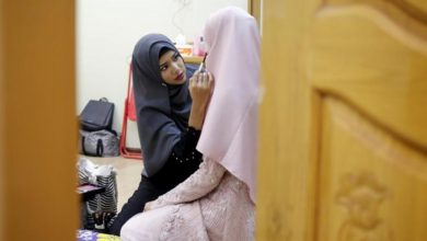 Photo of Myanmar's Hijabi Makeup Guru Defies Critics