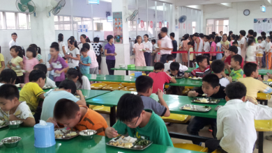 Photo of China Kini Wajibkan Pegawai Sekolah Makan Bersama Kanak-Kanak Di Kantin. Tetapi Mengapa?