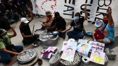 Photo of Pemuda Thailand Kembali Ke Jalan, Kini Bawa Periuk Dan Kuali