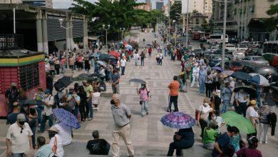 Photo of Beratur Berhari-Hari, Warga Emas Venezuela Belum Tentu Dapat Vaksin